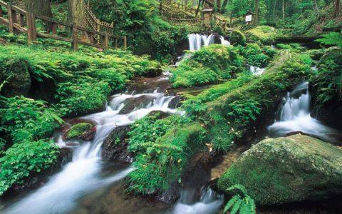 Uriwarinotaki (Breaking Waterfall)