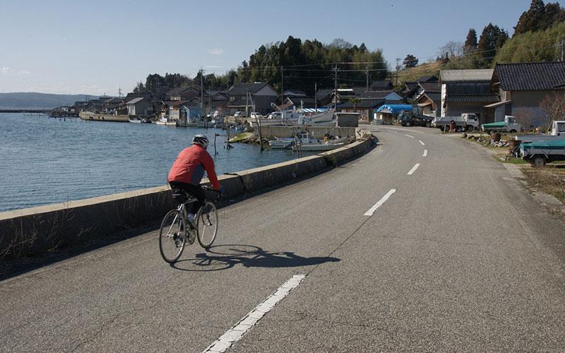 Bicycling along Nanao Bay